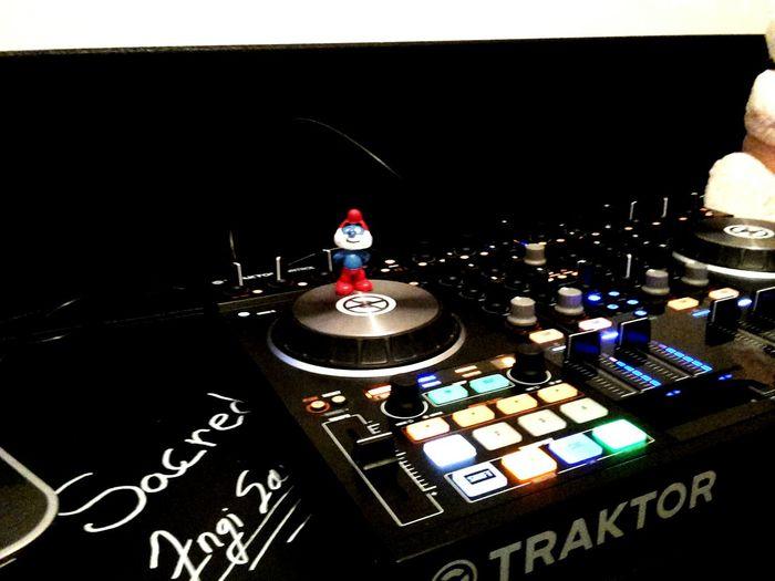 Taking Photos Phoneography DJing Papa Smurf Enjoying Life