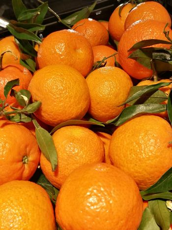 Fresh tangerines 🍊🍊🍊 Fruit Freshness Citrus Fruit Food And Drink Healthy Eating Food Leaf Indoors  No People Close-up Tangerines Mandarines LoveNature Grocery Shopping Food Shopping