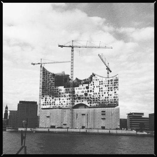 Für Hamburg Architecture Blackandwhite Cityscape Cloud - Sky Clouds Construction Construction Site Cranes Elbphilharmonie Hafencity Hamburg Hamburg Schoenstestadtderwelt Schwarzweiß Wolken