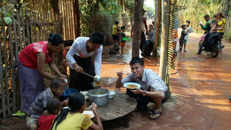 Mealtime Rememberance of 2015  Myanmar Thingyan Water Festival at My Grandfather's Village . Eating Myanmar. Traditional Food .😊😊.