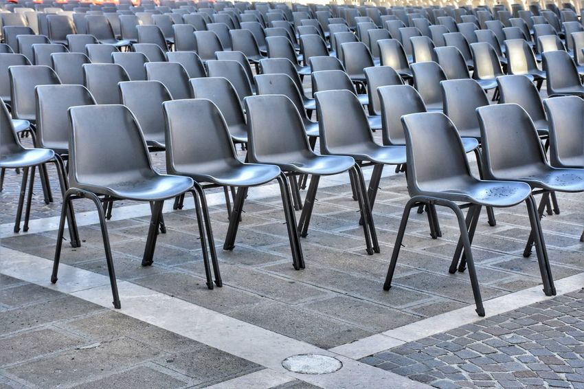 Streetphotography Street Blackandwhite Square Urban Seat Auditorium Chair Lecture Hall In A Row Theater Movie Theater Street Scene The Architect - 2018 EyeEm Awards