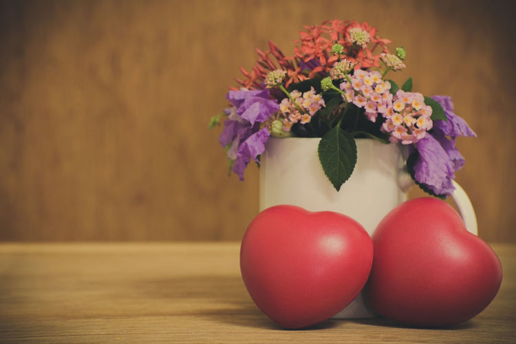 Table Freshness Flower Flowering Plant Indoors  Plant Close-up Food And Drink Red Still Life Food No People Wellbeing Vase Healthy Eating Nature Fragility Wood - Material Vulnerability  Fruit Flower Arrangement