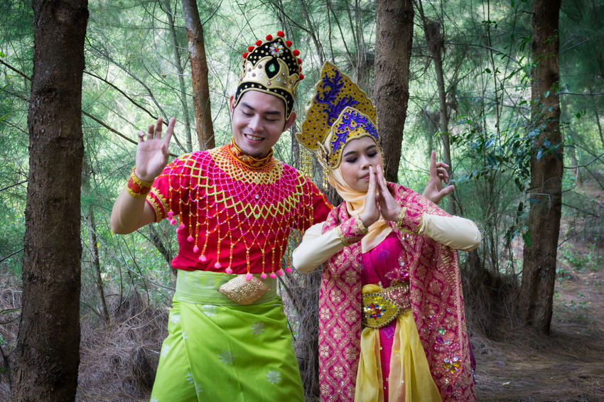 Specific to the villages of Kelantan, where the tradition originated, Mak Yong is performed mainly as entertainment or ritual purposes by couple of dancers. Couple Happiness Malaysia Truly Asia Rituals & Cultural Clothing Dancer Heritage Kelantan Mak Yong Royal Traditional