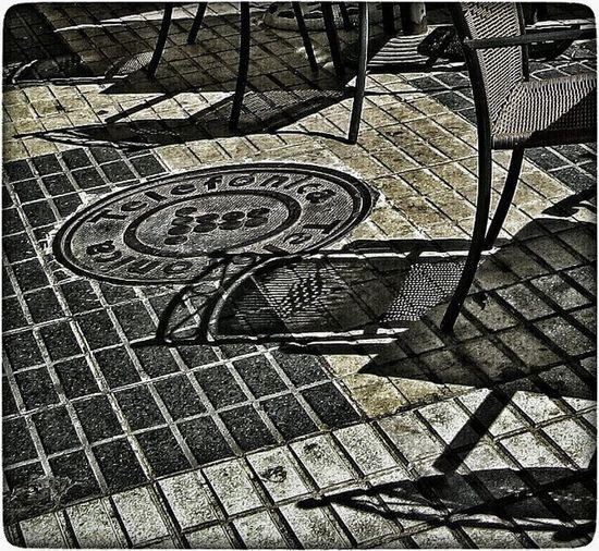 Sevilla. Ig_europe Ig_Sevilla IG_andalucia Ig_spain Estaes_sevilla  Andaluciaviva DetallesDeLaCiudad Streetphotography Details Shadows Solysombra Fotocallejera Sevillagram Instagrafic Loves_details Loves_street Севилья уличноефото тени Детали
