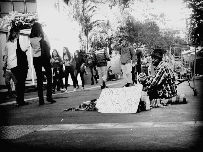 não existe amor em Sp The Street Photographer - 2018 EyeEm Awards SP Desigualdadesocial Pobreza SP Moradoresderua Pedinte The Photojournalist - 2018 EyeEm Awards Togetherness Motion