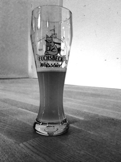 Blackandwhite Beer Fuchsbeck Foodporn beim Weißbier ist das Glas eher halb leer als halb voll