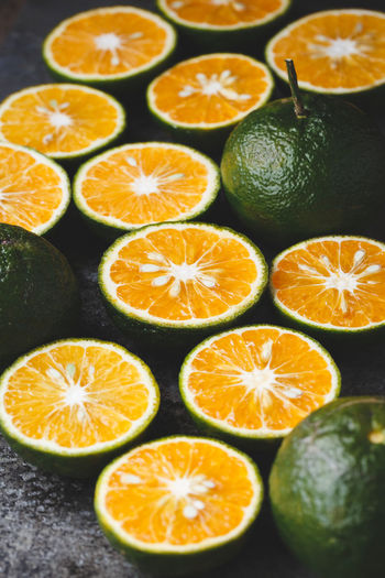 King mandarin fruits-Green oranges Citrus Reticulata Green Isolated Juice King Mandarin SLICE Vietnam Citrus Fruit Delicious Food Food And Drink Freshness Fruit Healthy Healthy Eating Healthy Lifestyle Indoors  Juice Fruit Orange - Fruit Organic Sour Taste Still Life Sweet Tasty Vitamin C