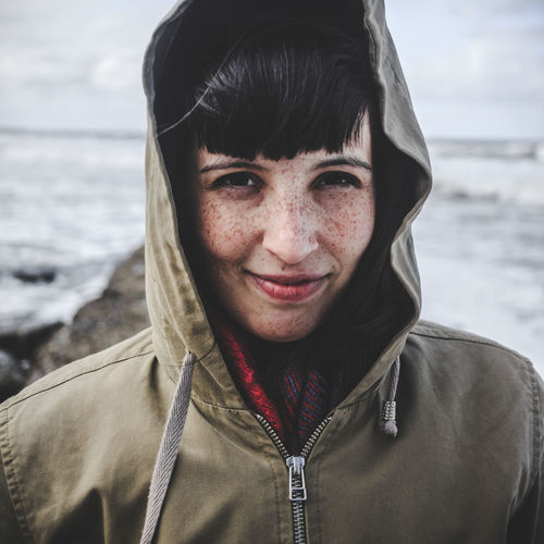 Freckles at the sea Buenos Aires Faces Of EyeEm Freckle Face Freckleface Portrait Of A Woman Winter Portrait Buenosaires Clothing Face Portrait Freckles Front View Happiness Headshot Hood - Clothing Hooded Beach Chair Looking At Camera One Person Portrait Portrait Of A Girl Real People Red Lips Sea Sea Life Smiling Water The Portraitist - 2018 EyeEm Awards