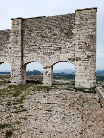 Arch Architecture Built Structure Fortress High Place History Military Fortress No People Outdoors Ruin Stone The Past Towards The Horizon