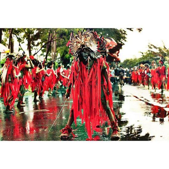 The next kabasaran dance from minahasa Pesonabudayagondanglegi Pesonabudayanusantara Kabasaran Minahasa