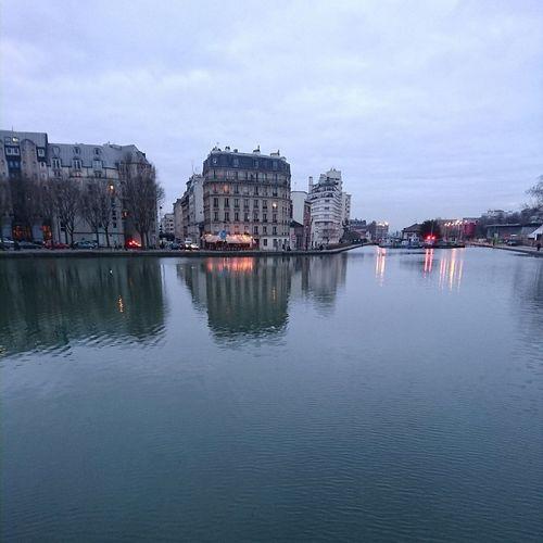 Canal De L'ourcq Parc De La Villette Heurebleue Canal Soirée Crépuscule XperiaZ5 Crepuscular Light