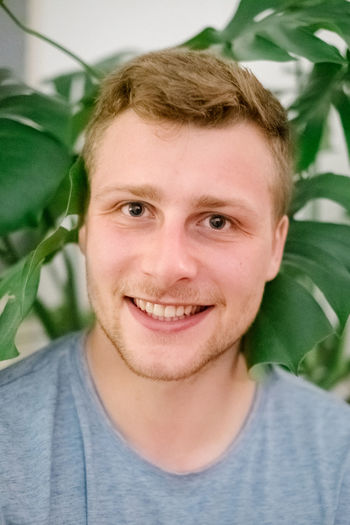 Portrait Headshot Looking At Camera One Person Front View Plant Part Close-up Smiling Leaf Casual Clothing Real People Lifestyles Emotion Happiness Plant Leisure Activity Men Young Adult