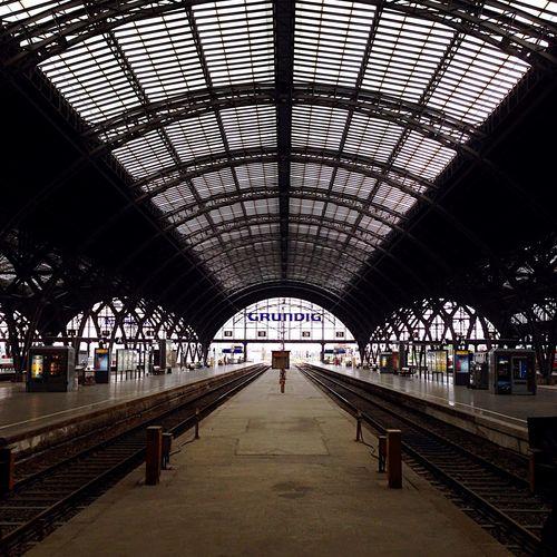 Werbung Grundig Schienen Glas Stahl Leipzig Hauptbahnhof