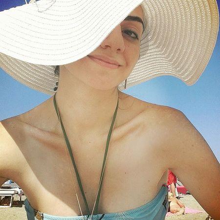Güneş altında sıkılmacalar 😁 Beachdress Girlinahat Hat Girl Summer On The Beach Photo Beach Day Beachphotography Beach ThatsMe Me Selfportrait Self Portrait Selfie ✌ Selfies Smile Strawhat Strawhatportraits My Best Photo 2015