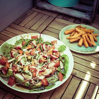 Zwangsdiät Tag 4 - Salat und Süßkartoffelpommes Sinusmaxillaris Leider stellte sich heraus, dass der Salat die Anforderungen an meine Diät nicht erfüllt, weshalb er kurz in der Pfanne landete - sah dann aber nicht mehr so hübsch aus ;)