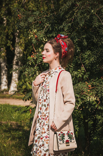 Tree One Person Standing One Young Woman Only Retro Styled People One Woman Only Outdoors Only Women Day Young Women Beautiful Woman Nature Grass Females Models No Filter Nature Beautiful People Brown Hair Fashion Freshness Standing Lifestyles Fashion Model Fashion Stories