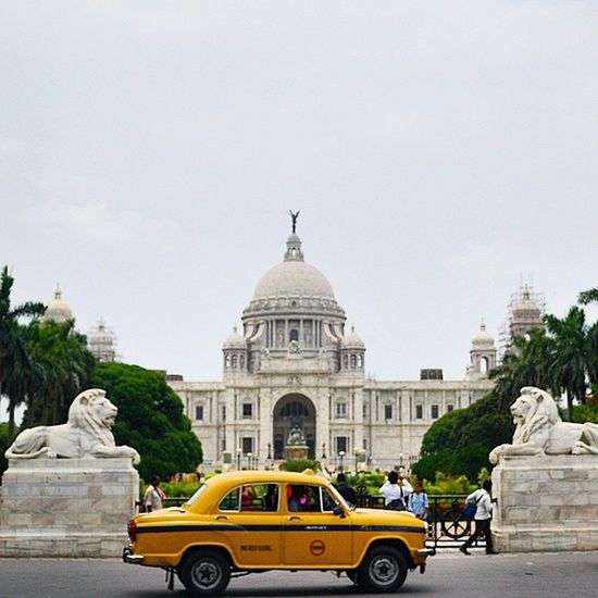 Victoriamemorial Yellowcab Iconic Kolkata Things Calcutta Lion