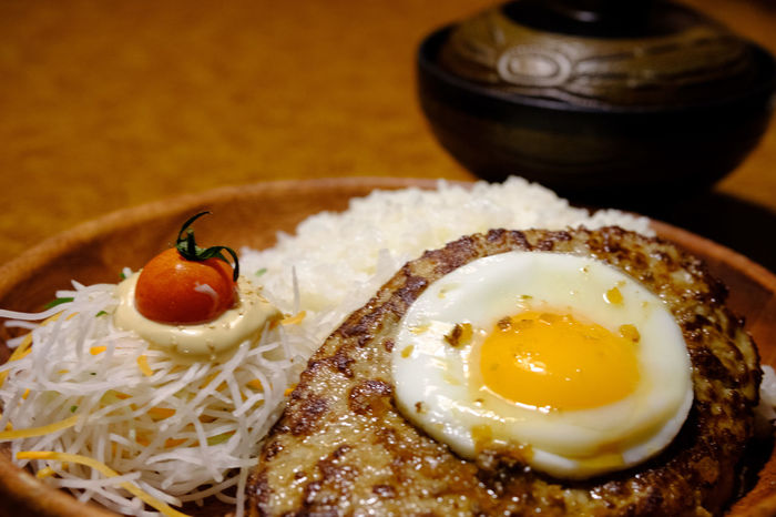 FUJIFILM X-T2 Hamburger Steak Japan Japan Photography Close-up Egg Food Food And Drink Freshness Fried Egg Fujifilm Fujifilm_xseries Hamburg Steak Healthy Eating Plate Ready-to-eat Serving Size X-t2 びっくりドンキー ハンバーグ