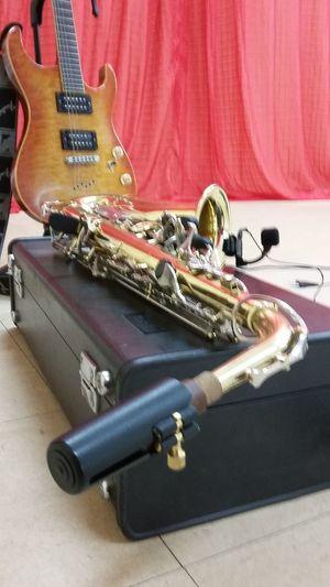 Louvores ao Senhor... Music Musical Instrument Electric Guitar Musician Stage - Performance Space PraiseGod Praise Jesus! Praising God.  LouvorADeus LouvorEAdoração Saxophone Performance