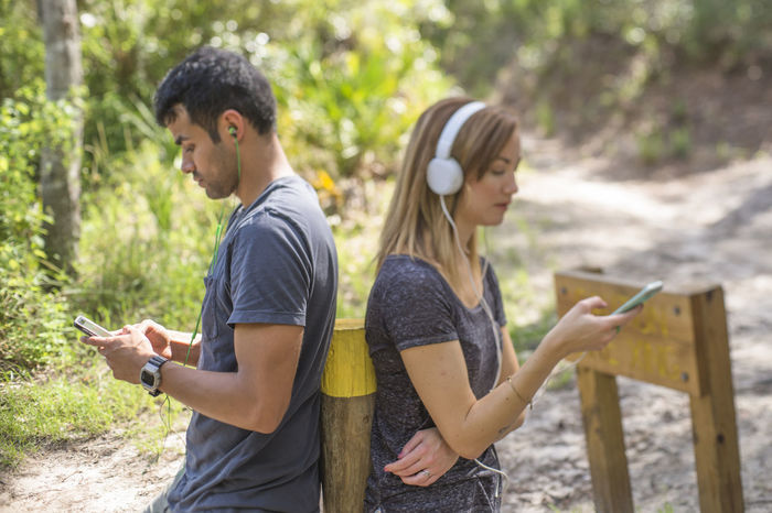 Apart Copy Space Couple Headphones Ignore Listening Listening To Music Music Cell Phone  Copyspace Couple - Relationship Headphone Outdoors Smart Phone Summer Together