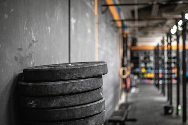 Indoors  No People Crossfit Muscle Training Fitness Fitness Training Sport Studio Crossfit Box Argo Athletics Weightlifting Weight Discs Focus On Foreground Stack In A Row Factory Metal Industry Equipment Architecture Domestic Room Building Large Group Of Objects Wall Chin Up Muscle Up Pull Up Sport