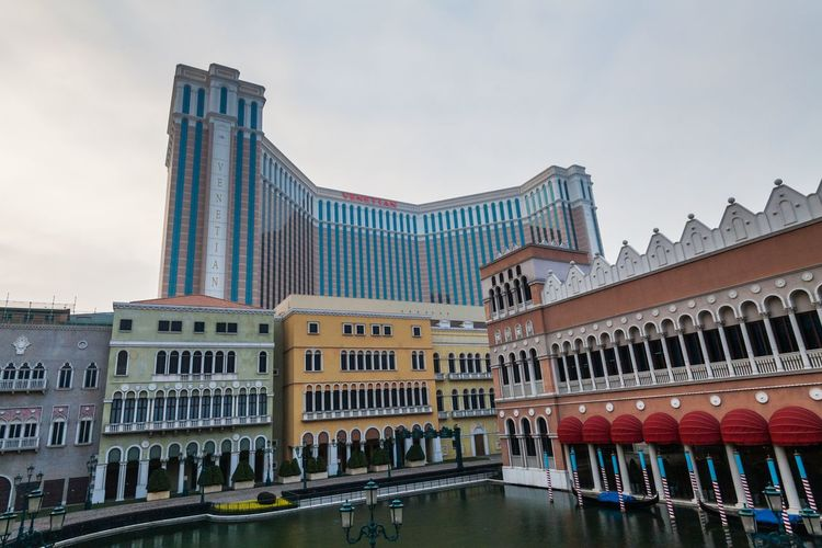The Venetian Macao is a luxury hotel and casino resort in Macau owned by the American Las Vegas Sands company. Architecture Building Exterior Business Finance And Industry Casino China City Day Hotel Las Vegas Sands Luxury Macao  Macao China Macau Macau, China No People Outdoors Sky The Venetian The Venetian Macau Resort Hotel Travel Destinations Urban Skyline Venetian Water