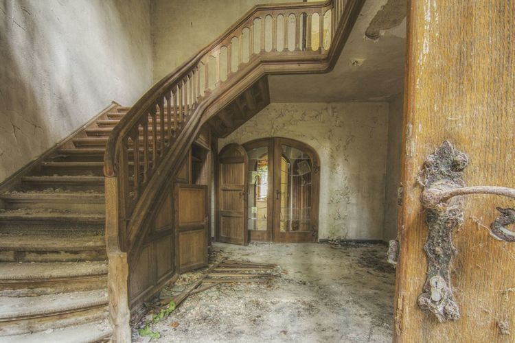Urbex Urbexphotography Abandoned Abandoned Places Abandoned Buildings Abandoned House Urbexexplorer Urbanexploration Old Decay Urbex_rebels Urbexworld Lovely Cute Flowers Old Interior Nature Photography Interior Light Window EyeEm Selects Steps And Staircases Steps Staircase Architecture Built Structure Spiral Staircase Historic Entryway