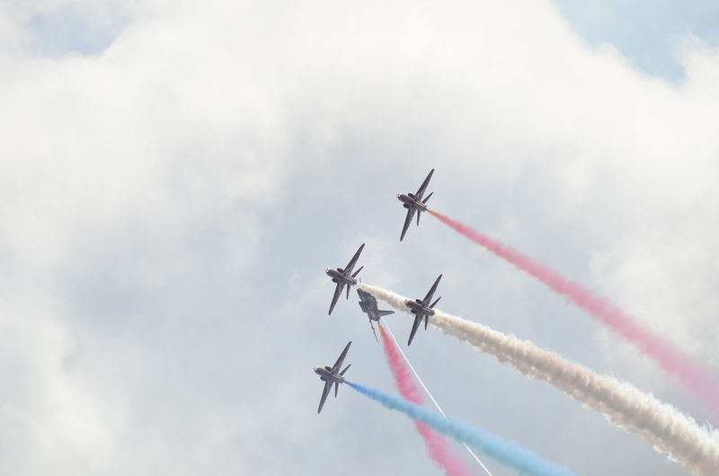 Airshow Smoke - Physical Structure Vapor Trail Teamwork Airplane Flying Transportation Speed Performance Air Vehicle Fighter Plane Sky Military Airplane Mode Of Transport Day Cloud - Sky Aerobatics Formation Flying Motion Stunt no filter nikon 7000