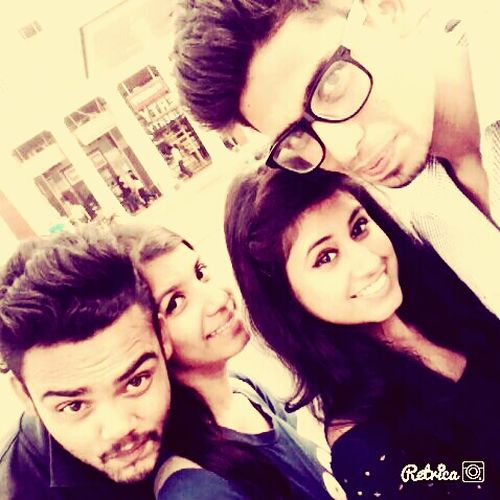 Taking Photos Enjoying Life Hanging Out With Friends Long Hair <3 Cheese! :*:*:*:* Stunning Look Hello World Relaxing at rajiv chowk..