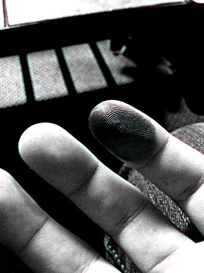 = Ρ Γ Ι Π Τ = Fingerprint Blackandwhite Graphite