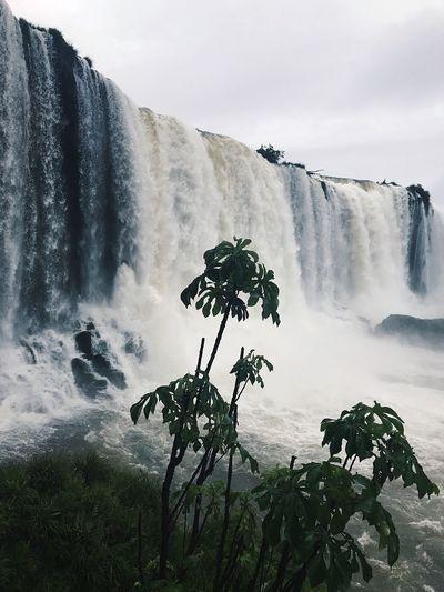 Scenic view of iguazu falls against sky