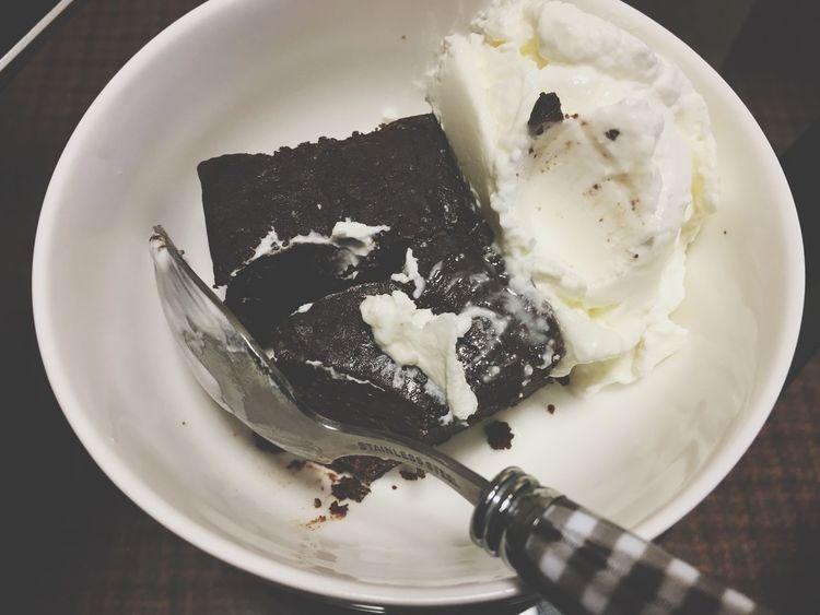Blackandwhite Black And White Love Chocolate Yogurt Yammy!!  でぶ 食べ過ぎだーこんな時間に。。
