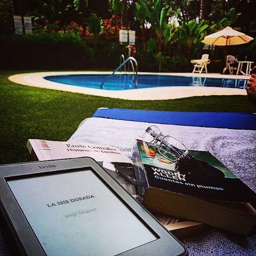 Lectura de verano... Paz... Enricgonzalez Woodyallen Jorgemagano Apasionado calima igersmarbella granmarbelling yvan3ya gracias XperiaZ1