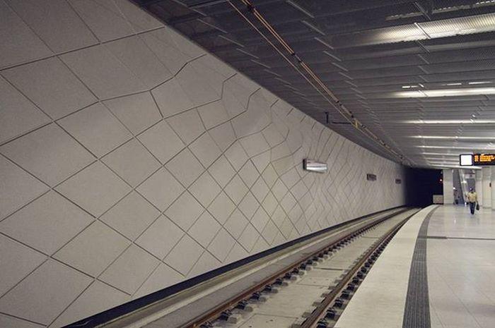 В Дюссельдорфе открылась новая ветка метро Wehrhahnlinie На контрасте со всеми остальными. Wehrhahn Ubahn Straßenbahn Bahn Underground Metro Düsseldorf Ddorf Ddorfcity Dusseldorf_de Nordrheinwestfallen NRW Rheinbahn Germany Travel Deutschland Europei Netzmethäzz