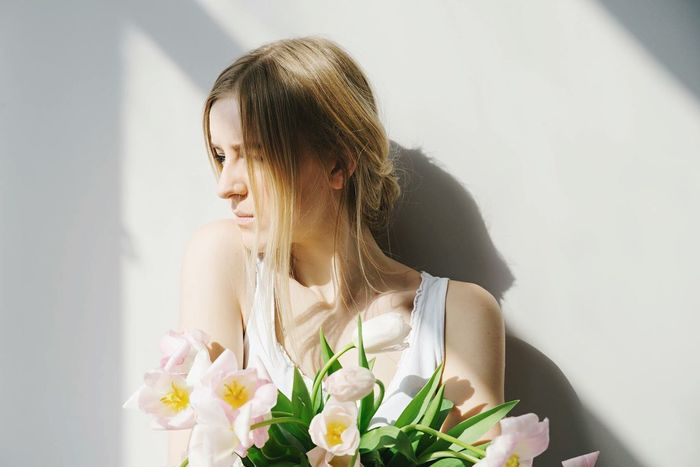 Showcase April Girl Portrait Blonde Hair Tulips Natural Light Shadows & Lights Sun Shining Woman Portrait White Background Flowers Warm Light