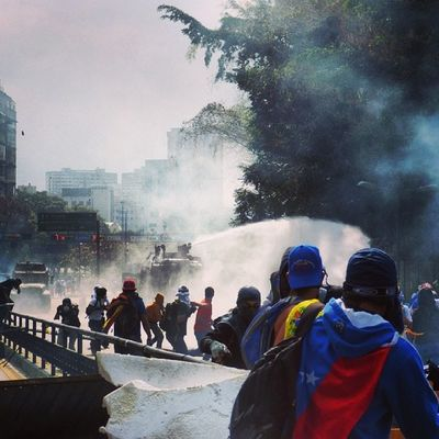 1abril 1A Chacaito Venezuela sosvenezuela ResistenciaVzla sos laverdad estudiantes gobiernocorructo prayForVenezuela fuerza elquesecansapierde guarimba ResistenciaVzla caracas venezuela sosvenezuela ResistenciaVzla ballenas gnb lacrimogenas tanquetas