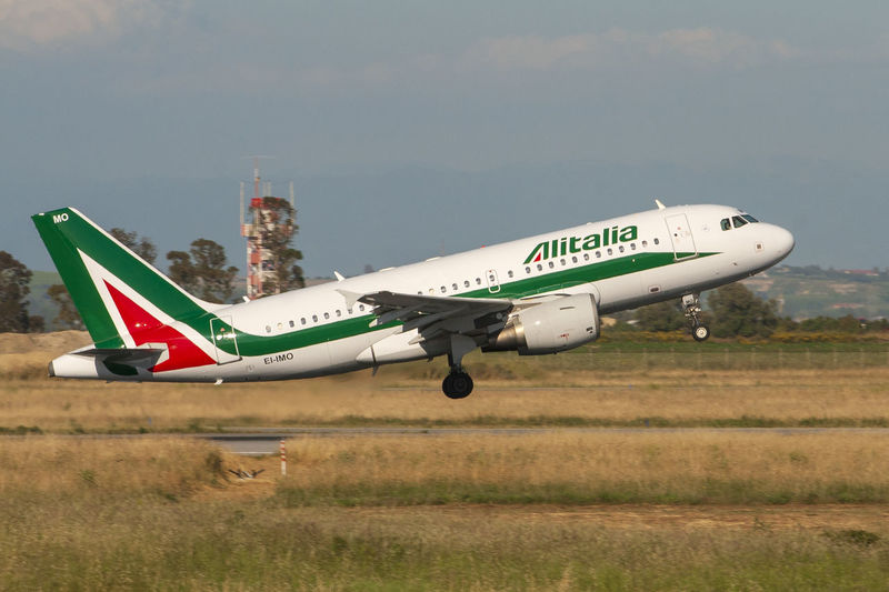 Airbus Airbus A319 Fiumicino Airport A319 Air Vehicle Airplane Airport Airport Runway Airportphotography Alitalia Fighter Plane Fiumicino Flying Mode Of Transportation on the move Plane Public Transportation Sky Transportation