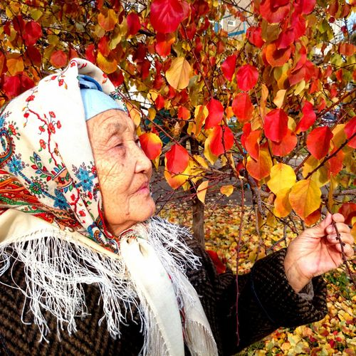 Women Who Inspire You Grandma Old Traditions Traditional Culture Ilovemygrandma Autumn Of Life The Portraitist - 2016 EyeEm Awards Autumn Colors Yellow Red Retired Woman Portrait Kyrgyz Retirement Colourful Portrait Woman Grandmother Autumn Oldage Aged Beauty Age Wisdom 43 Golden Moments