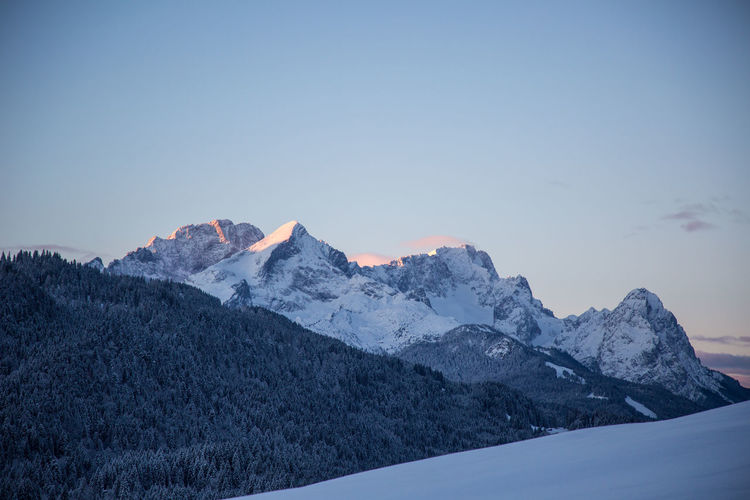 Mount Zugspitze in the first morning light, Krün, Bavaria, Germany, December 2017 Alpen Bavaria Bayern Berge Landscape Winter Landscapes Mountains Sky Cold Temperature Mountain Beauty In Nature Snow Scenics - Nature Tranquil Scene Tranquility Environment Nature No People Snowcapped Mountain Mountain Range Copy Space Non-urban Scene Mountain Peak Zugspitze Wettersteingebirge
