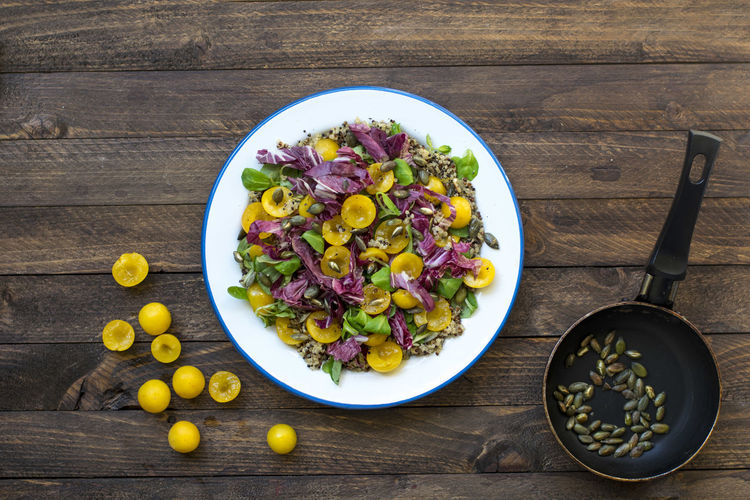 Mirabelle Salad with quinoa and seeds EatTheRainbow Quinoa Salad Vegetarian Food Bowl Colorful Food Foodphotography Healthy Food Mirabelle Plate Recipe Summer Table Vegan