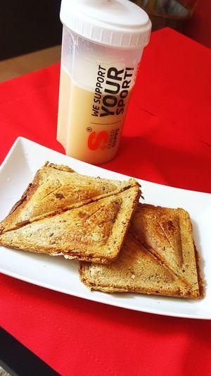 Thunfischsandwich- Sandwich Fitnessfood Fitness Healthy Food Shake Hot Thunfisch Healthyfood💪🍶 HealtyFood Power - Vollkornsandwich mit Körnigerfrischkäse, Chillpulver, Thunfisch