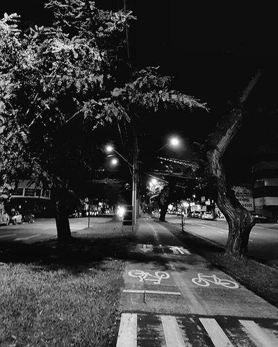 Passeio noturno Euamopretoebranco Pb Blackandwhite Euacreditonoamor Photo .Night Photo Photographer Samsung S7 📸@photosmilena @silalephoto @silphotographo Galaxys7