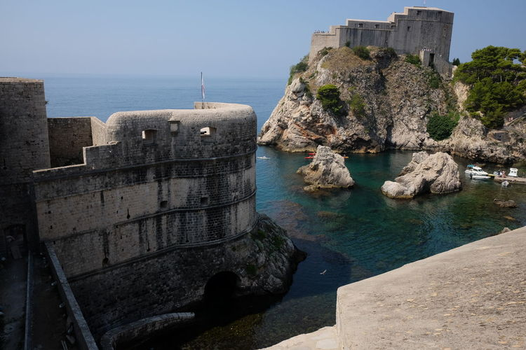 Fort Bokar (left) 15th century built by Italian Architect Michelozzo Michelozzi & Fort Lovrijenic (right) 16th century 15th Century 16 Century Castle Composition Croatia Architecture Blue Sky Building Built Structure Dubrovnik Fort Fort Bokar Fort Lovrijenic History No People Old Outdoor Photography Rock Sea Solid The Past Tourism Tourist Destination Wall Water
