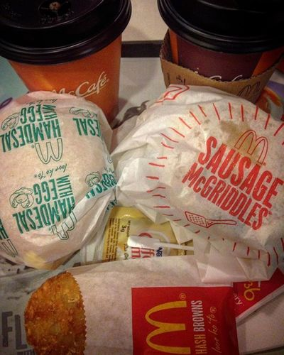 12/10/2015 Mcdonalds Breakfast Hotchoco Hotchocolate BrewedCoffee Hamdesalwithegg Mcgriddles Sausage Hashbrown @mcdo_ph