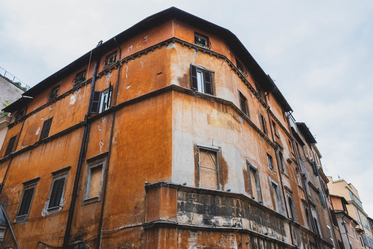 An historical building in Jewish neighbourhood, Rome. Building Exterior Travel Destinations Apartment The Past History Residential District Brown Building Architecture City Old Outdoors Eyeem Architecture Lover EyeEm Gallery