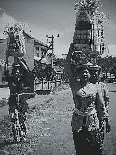 Monochrome Portrait People The Human Condition Asian Culture Balinese Life Balinese Woman On The Move RePicture Travel Balancing Act