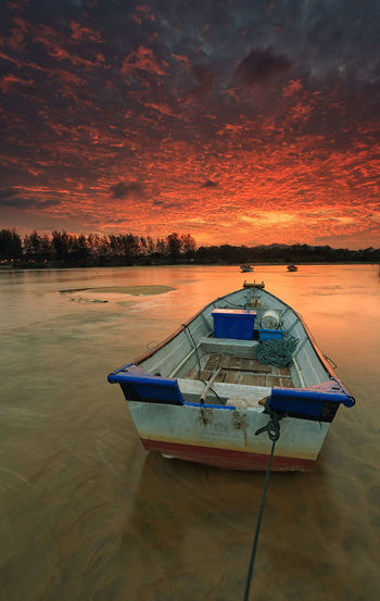 Burning sky Hanging Out Taking Photos Check This Out That's Me Hello World Cheese! Relaxing Hi! Enjoying Life Welcome Weekly Nature Landscape View Background Vacation Boat Malaysia Malaysia Scenery Sunset Twilight Landmark Boat Moment