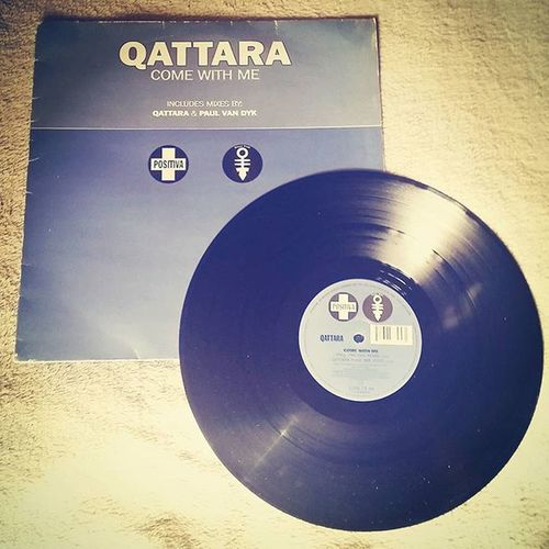 The only vinyl I ever bought. I loved this tune. Vinyl Record Classic Qattara Comewithme Trance Positiva