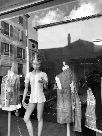 Clothing Retail  Store Mannequin Fashion Women Architecture