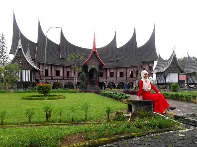 "This is one of the traditional building of our country, Indonesia ""Rumah Gadang"", West Sumatera Taking Photos Hello World PowerRangerPelangi Asian Culture Culture Historical Building Building Traditional House Traditional Indonesia Culture INDONESIA EyeEm Indonesia Girl"